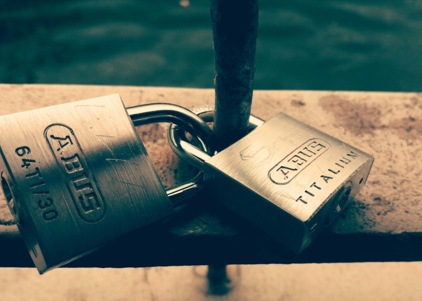 Love locks on Ha'penny Bridge, Dublin